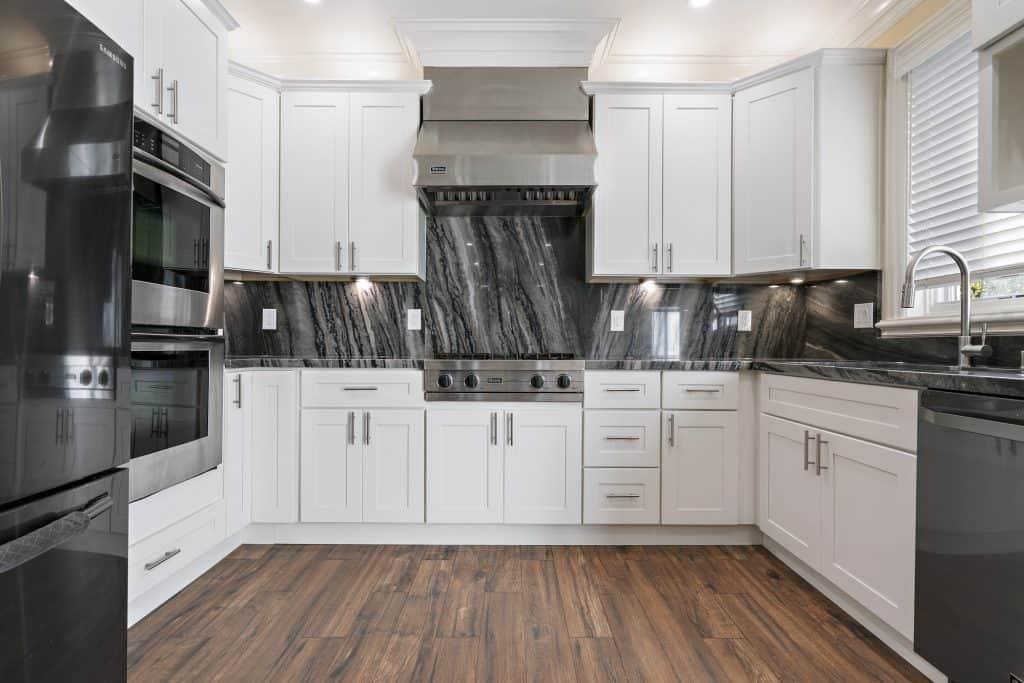 Elegant Granite Kitchen Pinecrest