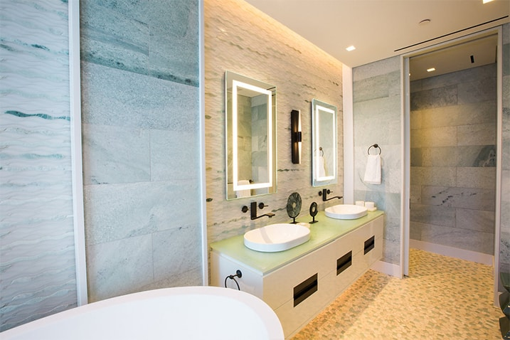 ecletic-condo-bathroom