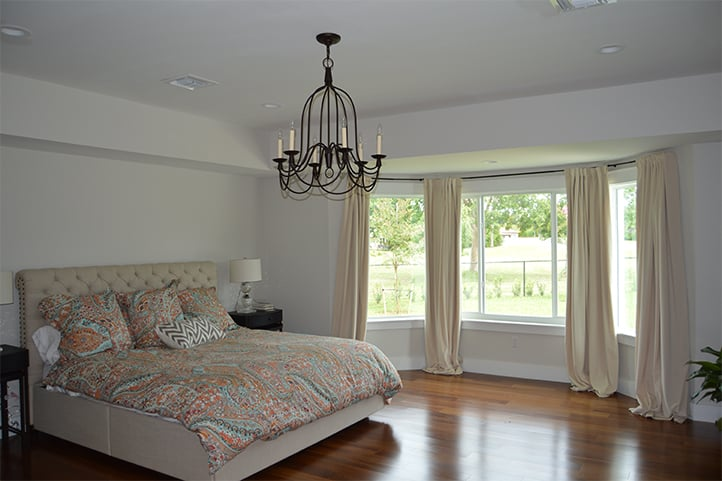 large-bedroom-with-bay-window