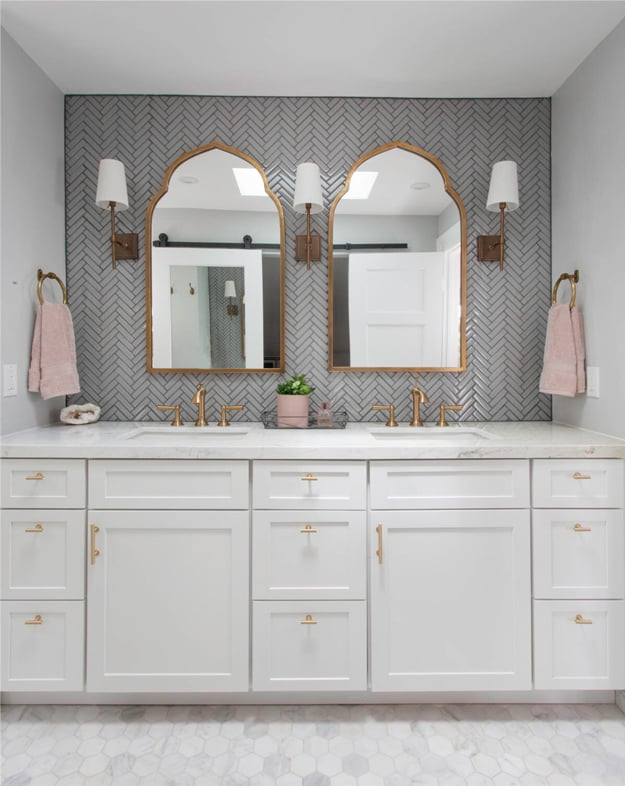 pink-white-rose-gold-bathroom